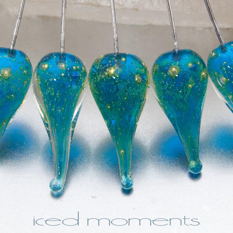 Shimmer teardrops in aquamarine