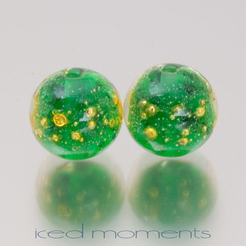 Shimmer in emerald green