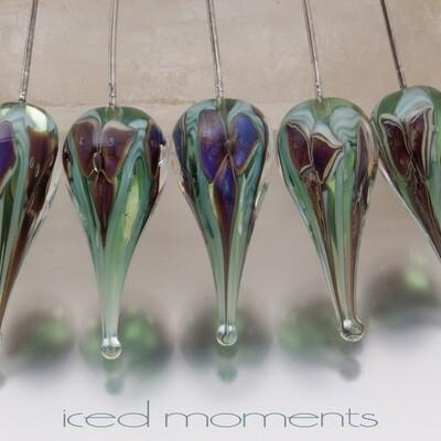 Bloom teardrop in silver purple on pale green