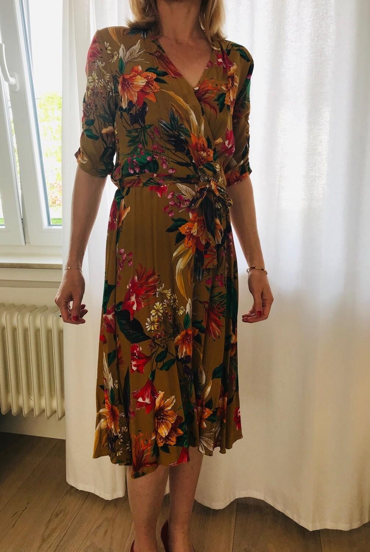 Robe midi portefeuille imprimé fleurs La Fée Maraboutée