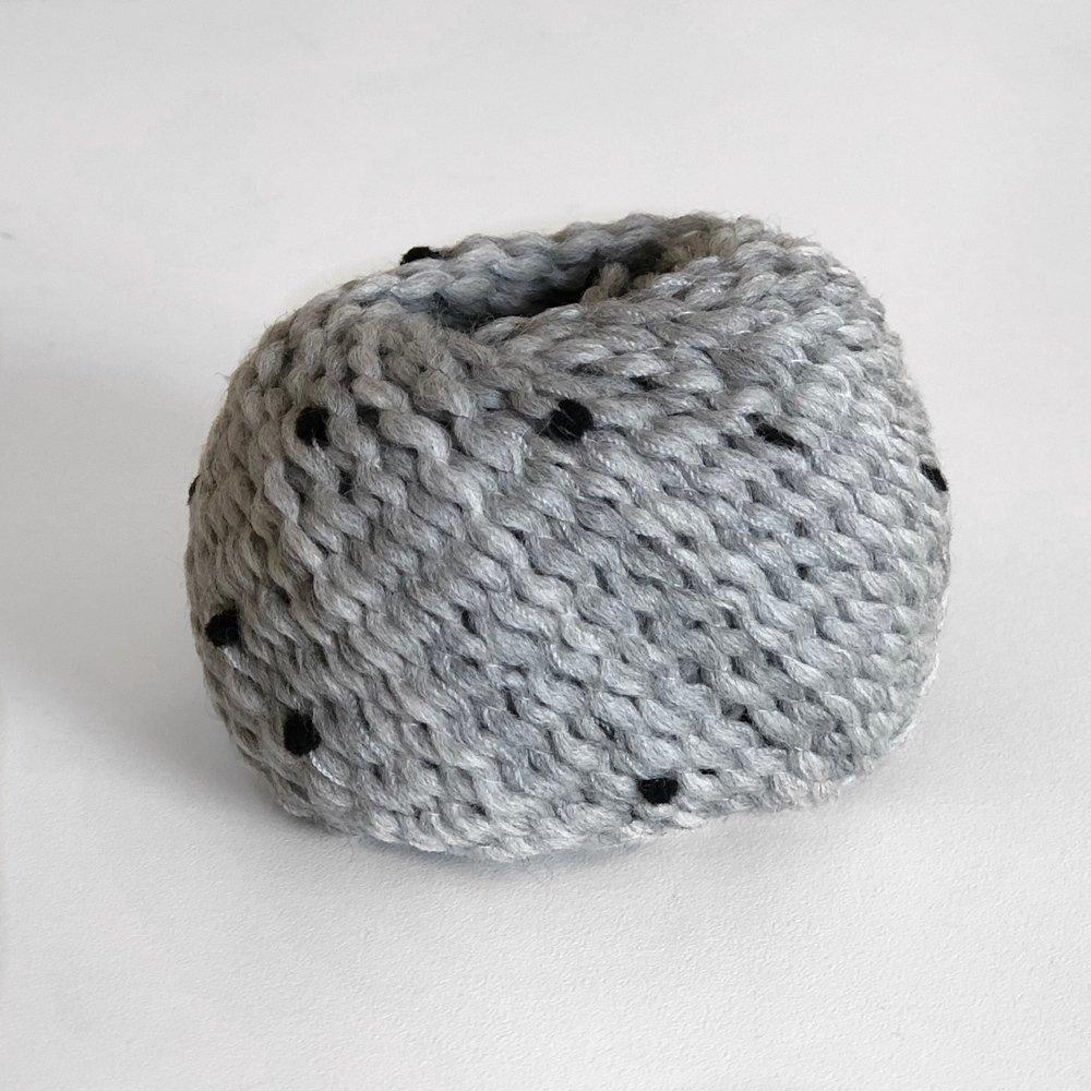 pompom серый с черным 06