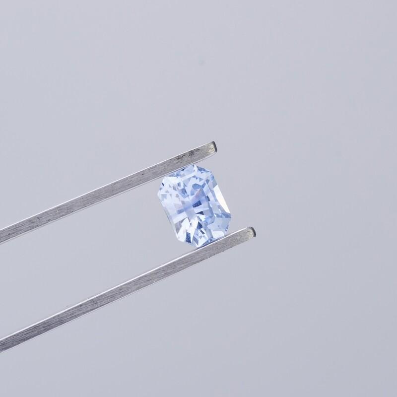 1.02CT PALE BLUE SAPPHIRE  EMERALD CUT