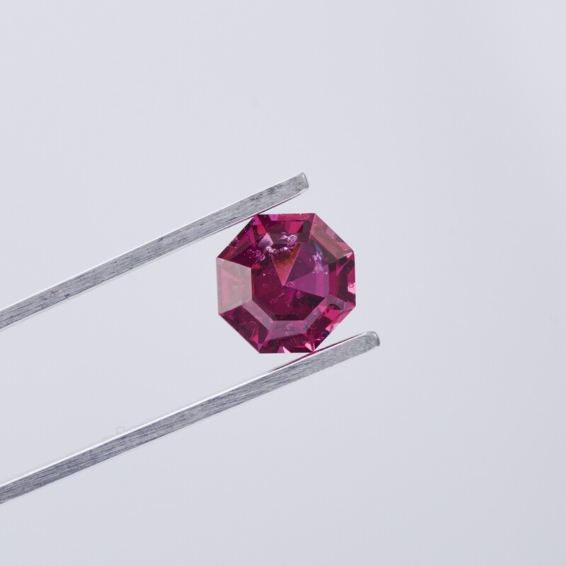 PINK/PURPLE RHODOLITE GARNET 2.69CT OCTAGON CUT