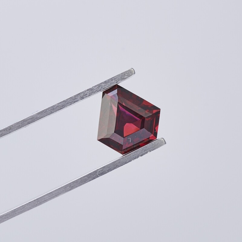 3.34CT RED GARNET FANCY CUT