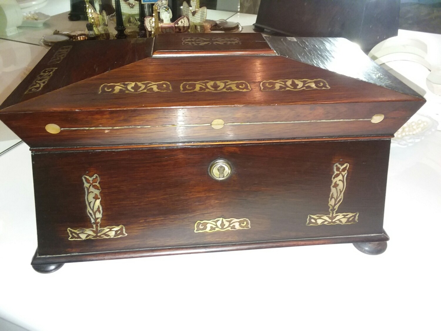 ROSEWOOD AND MOTHER OF PEARL TEA CADDY