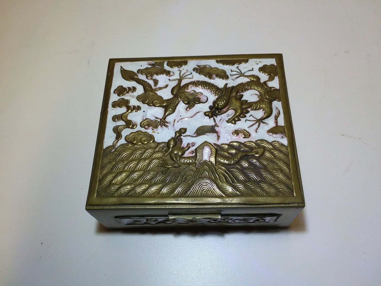 Chinese enameled box