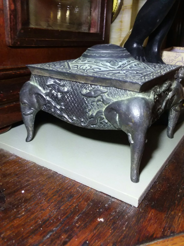Metal elephant box