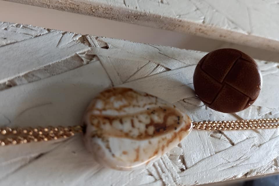 ring verstelbaar goud 12k & lederen cabochon cognackleur