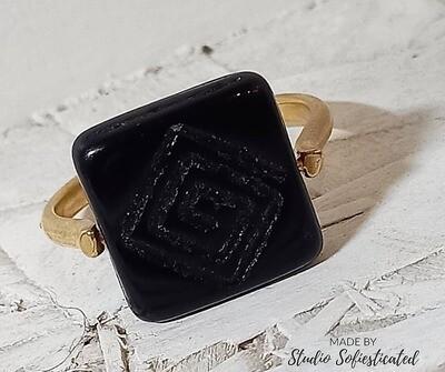 ring goud en zwarte onyx met gravure
