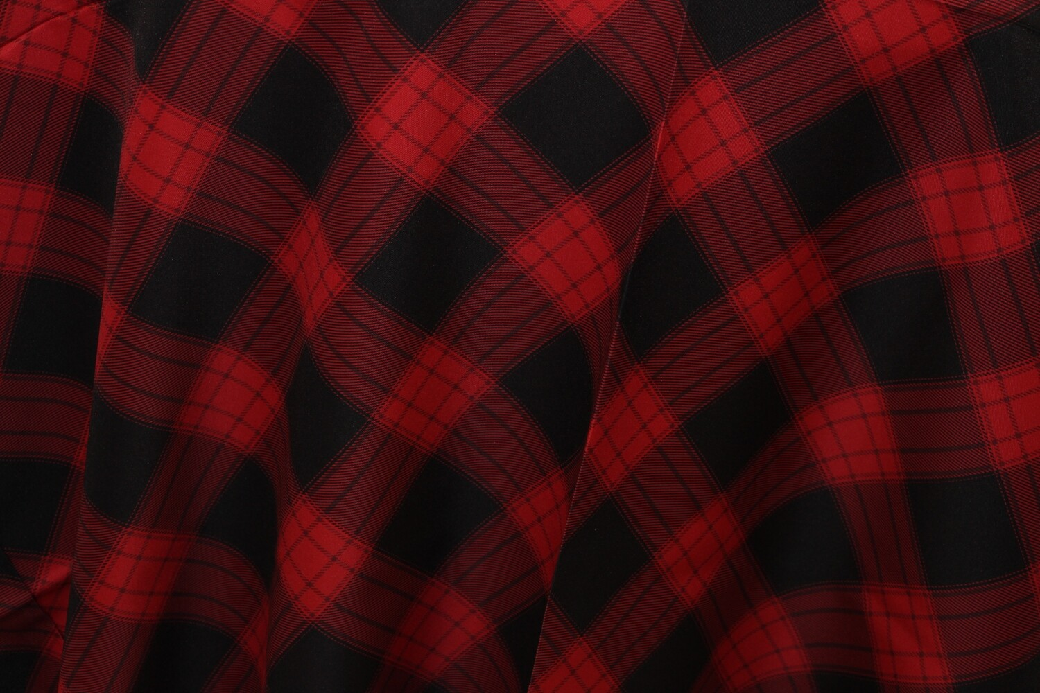 """Nappe En Polyester à carreaux noirs et rouges 120"""" ronde / Black and Red Buffalo Plaid Polyester 120"""" round Tablecloth"""