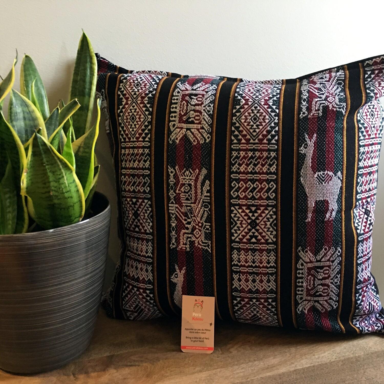 Housse de coussin péruvien faite à la main de couleur noire, décor bohème