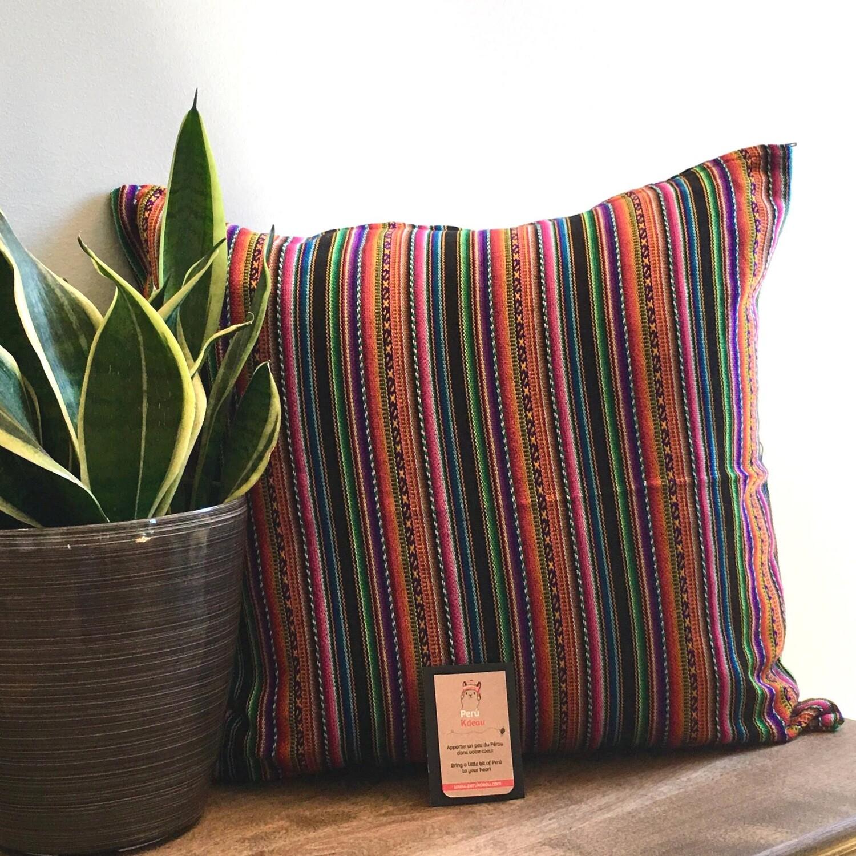 Housse de coussin péruvien faite à la main, lignée multicolore noire, décor bohème