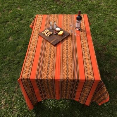 Nappe péruvienne orange en tissu awayo (manta), provenant du sud de Pérou, boho décor
