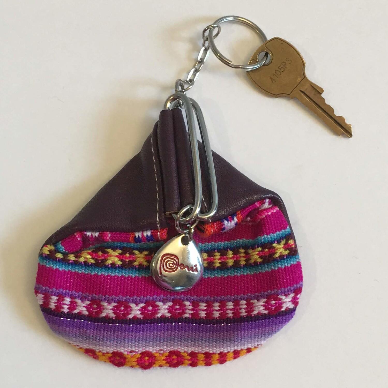 Porte-clés mauve avec porte-monnaie en tissu awayo (manta)
