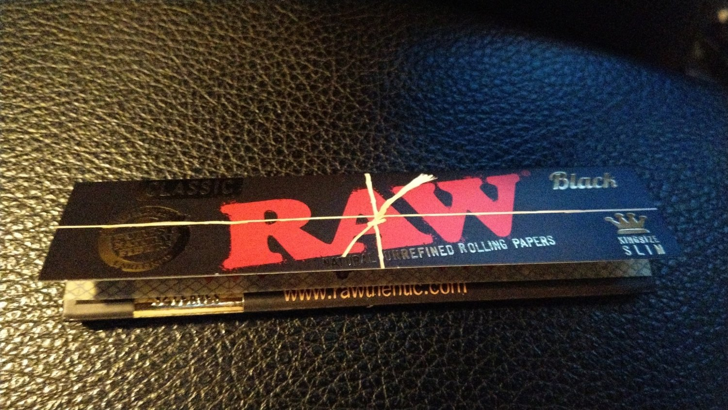 RAW Tobacco Rolling Papers - BLACK *NEW Small
