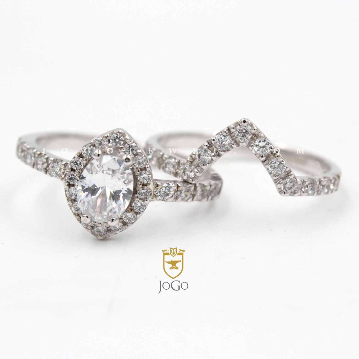 Oval in Marquise Halo Engagement Ring & Band Set in 18 K White Gold