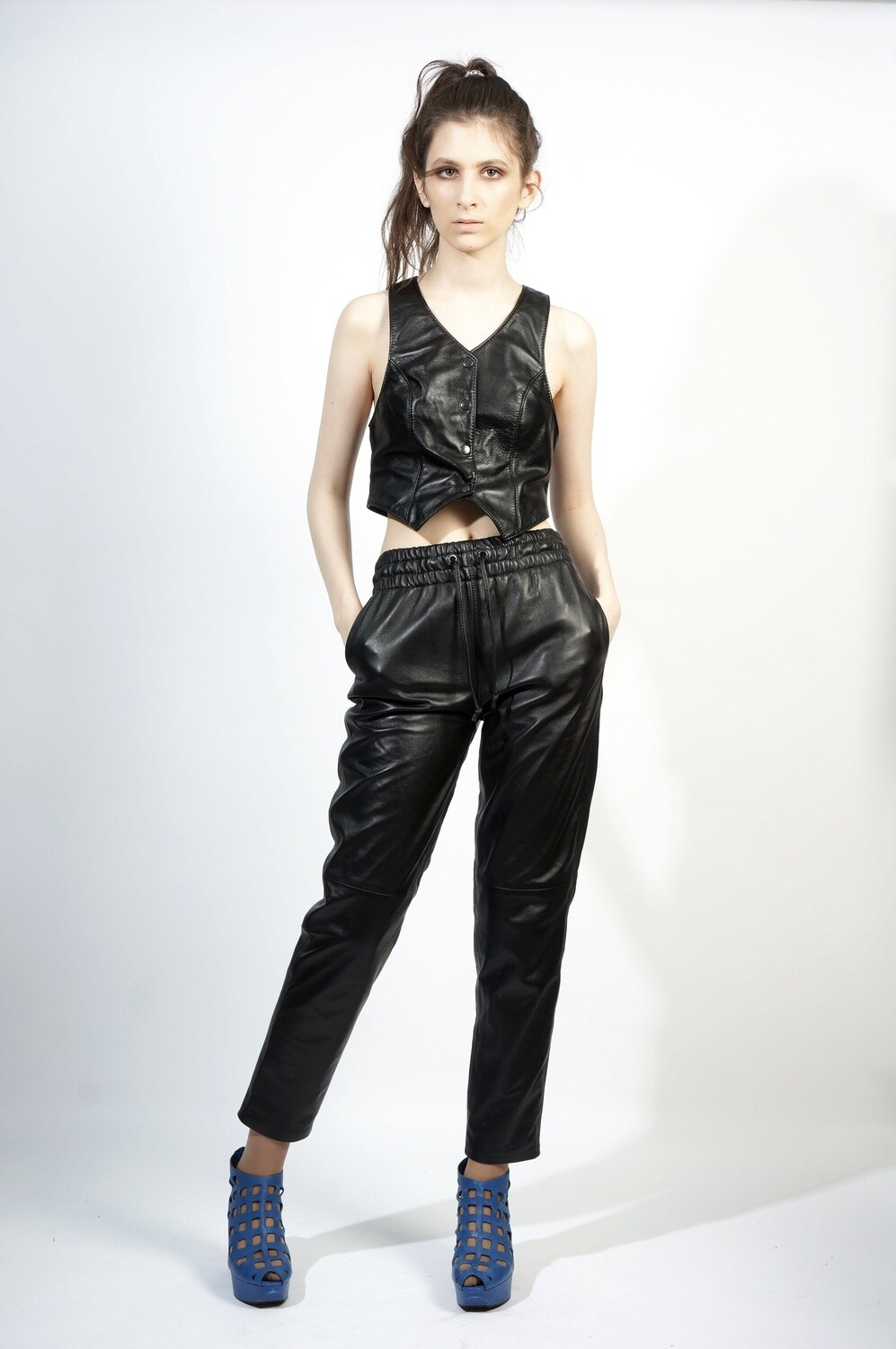 Leather trousers with elastic
