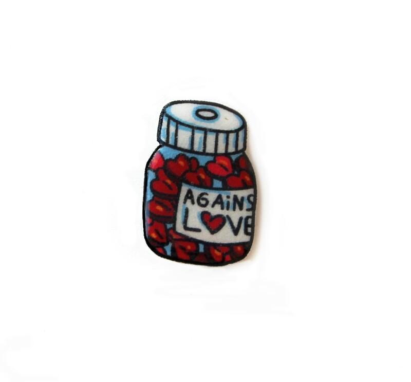 Магнит акриловый Against love