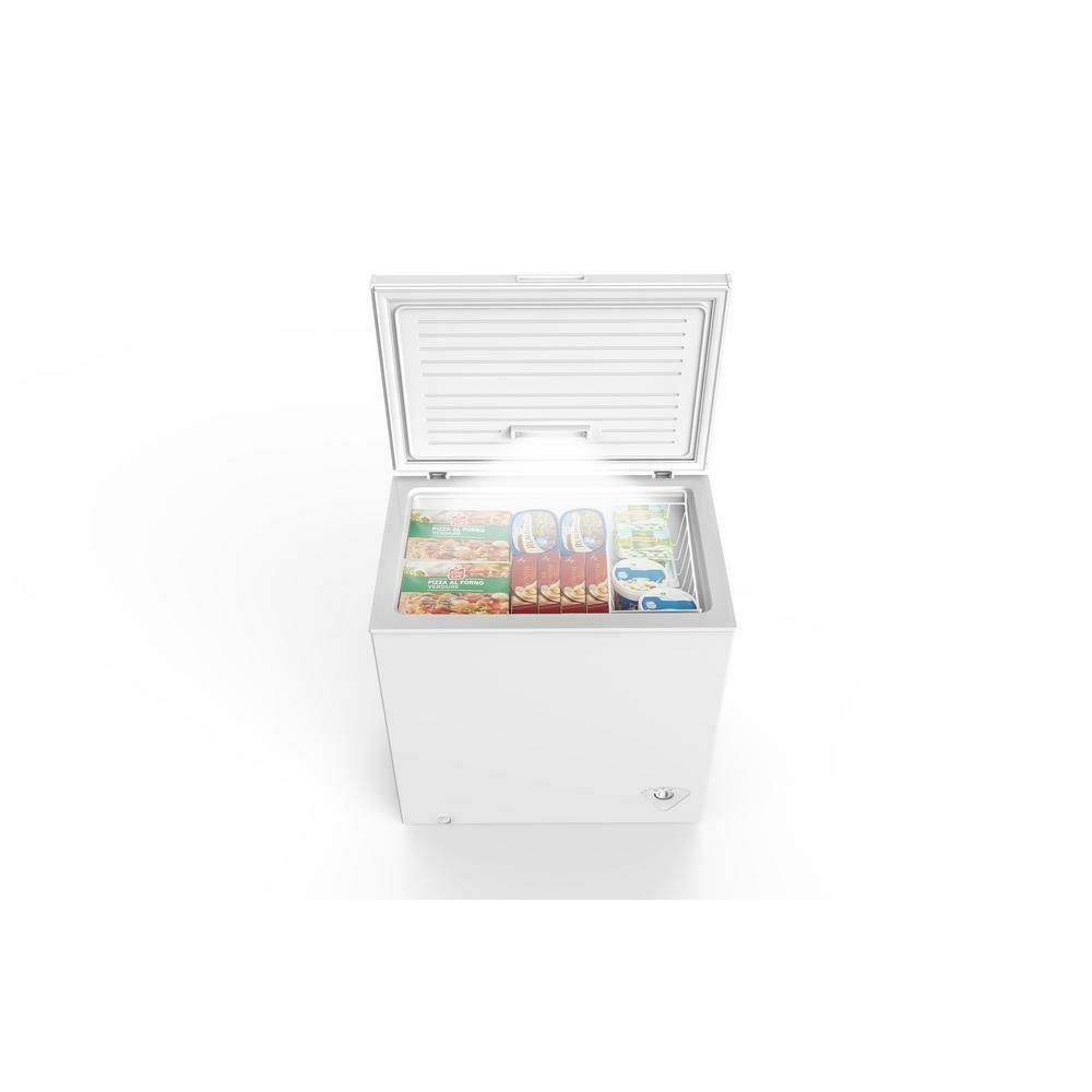 CE-607 Magic Chef 7.0 cu. ft. Chest Freezer in White - Caribe