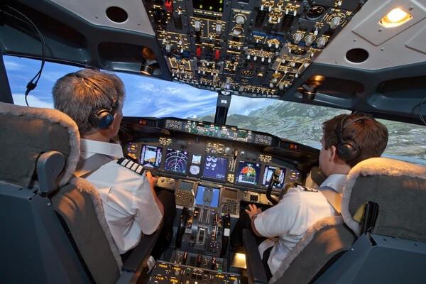 60 Minute Flight + 60 Minute 737 Simulator Experience