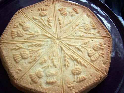 """Shortbread Rounds with Scottish Florals - 8"""" Width"""