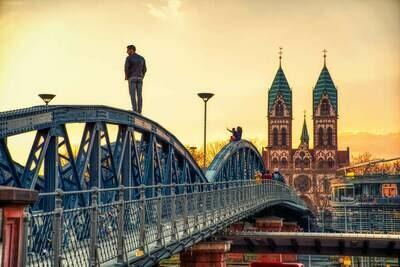 Freiburg - Wiwilíbrücke Man watching