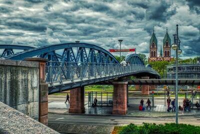 Freiburg -Wiwilibrücke mit Herz-Jesu-Kirche