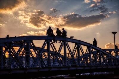 Wiwilibrücke - Sunset people