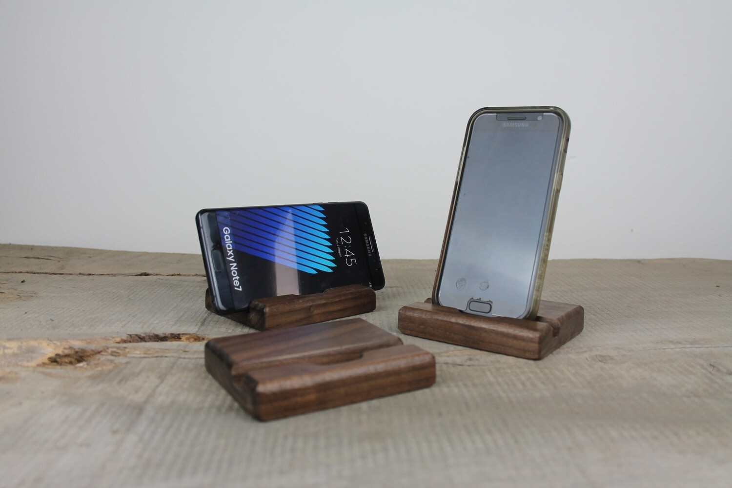 Walnut Phone Stand 9mm, Docking Station
