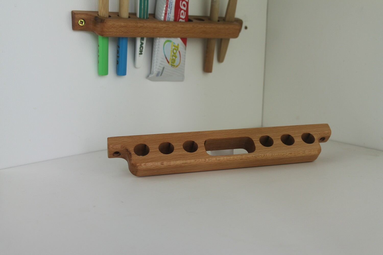 Wooden Toothbrush and Toothpaste Holder For 6 Toothbrushes, Beech Wood