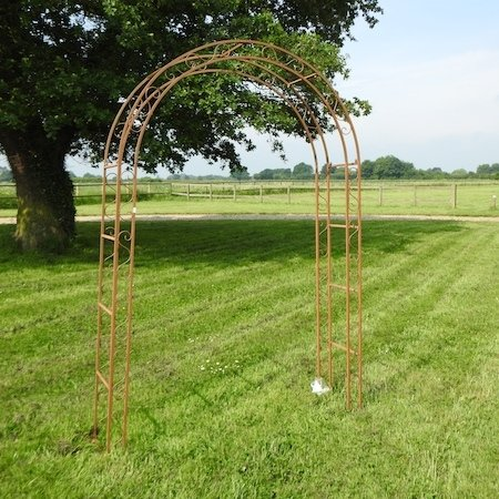 Lot 9,   A gothic style metal garden arch, 150cm 50/70