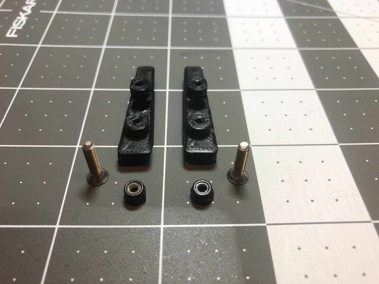 TLR 22 4.0 and 22T 4.0 Battery Strap Mounting System