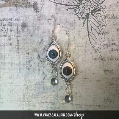 Weeping Eye earrings - Bowie irises (Silver)