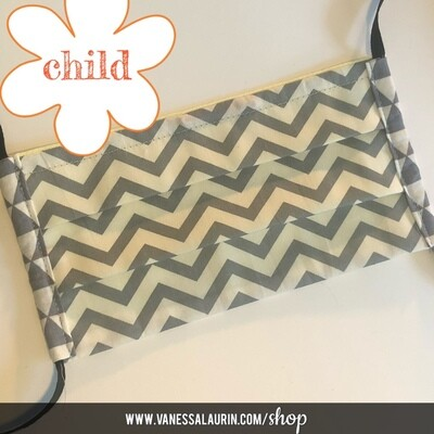CHILD Pleated mask: Chevron, grey and white