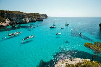 Up to 9 person boat charter options (High season rates)
