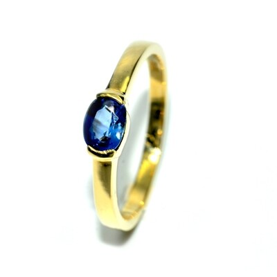 18k Yellow Gold Ring with Blue Sapphire
