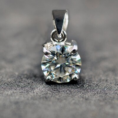 Handmade Moissanite Pendant for Women with 8.5 mm diameter VVS1 D Brilliant Cut Created Moissanite in Solid 18K Gold