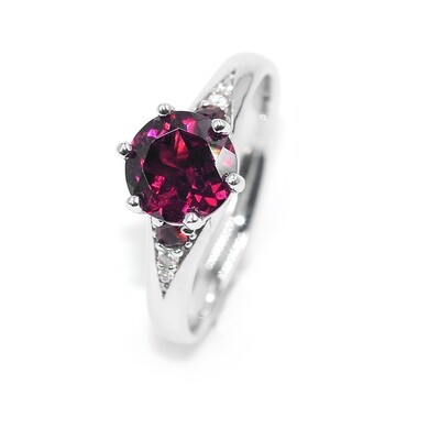White Gold Solitaire Ring with Round Garnet. Wedding Ring. Engagement Ring.