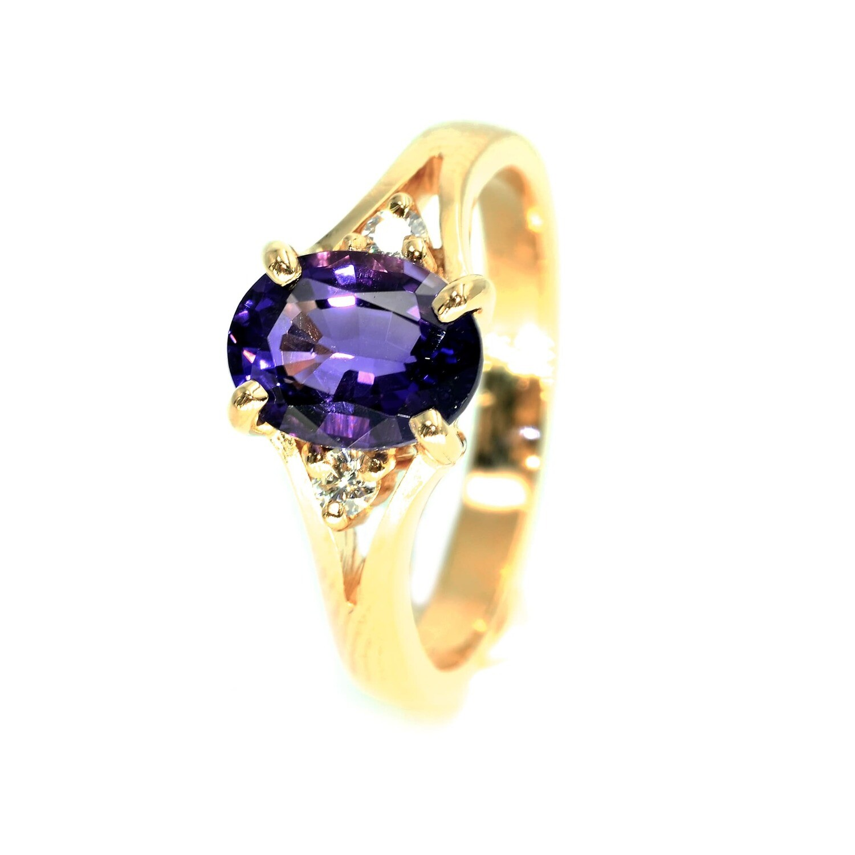 18K Yellow Gold Amethyst and Diamonds Fashion Ring