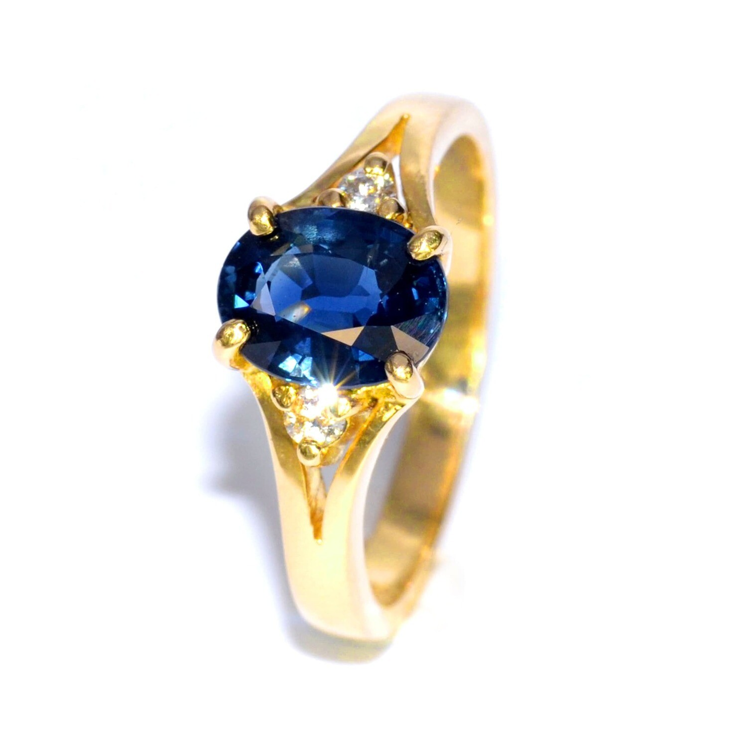 18k Yellow Gold Ring with Blue Sapphire 1.84 carat and Diamond 0.075 total carat weight