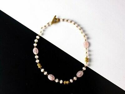 Collar Precolombino de cuarzo rosado
