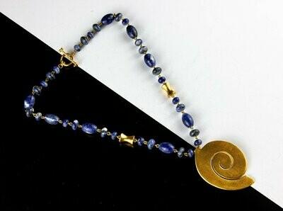 Collar precolombino encadenado sodalita con espiral