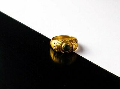Anillo Precolombino Cabuchón Circular con Peridot