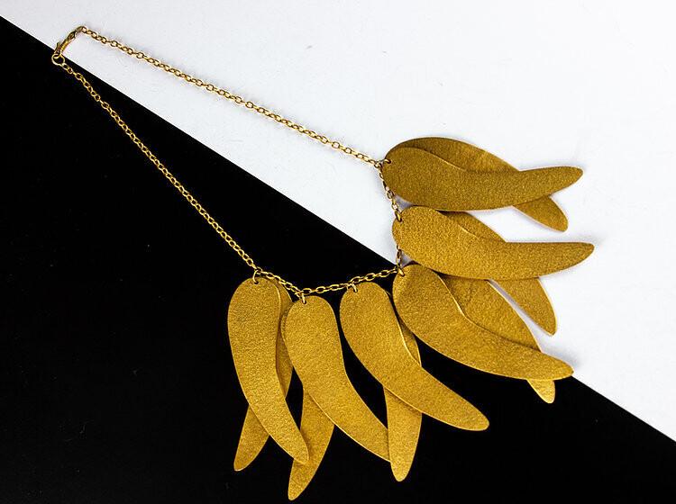 Cadena hojas dorada