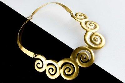Collar precolombino de espirales