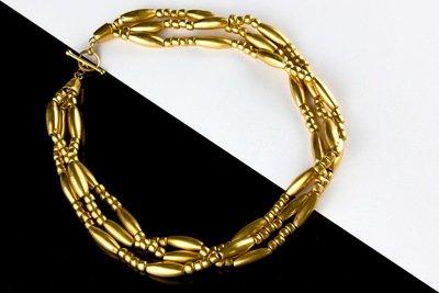 Collar precolombino dorado de cuentas enlazado