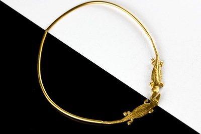 Collar precolombino aro dorado cocodrilo