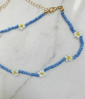 DAISY NECKLACE WHITE AND BLUE