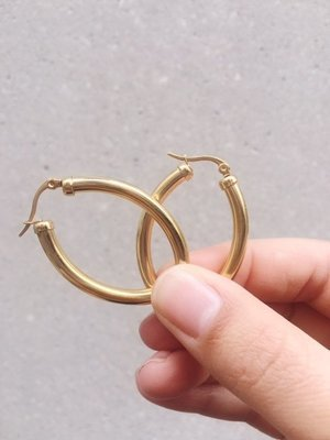 CAN'T TOUCH THESE OVAL CHUNKY HOOP EARRINGS - 38MM