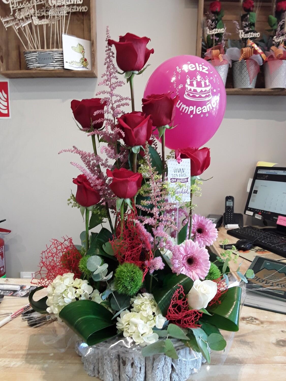 Centro de flor variada,con rosas gerberas,hortensias,decorado pqra cumpleaños.Para esas celebraciones especiales